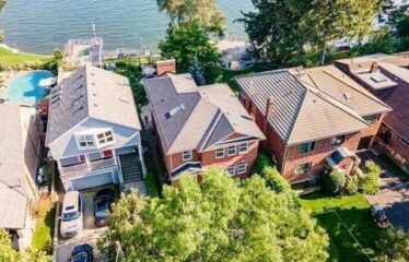 Lakefront Living With Panoramic Water Views!!