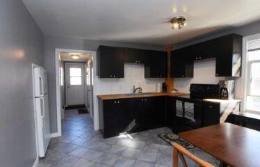 Excellent 2 Bedroom East Hamilton Bungalow Rental Opportunity