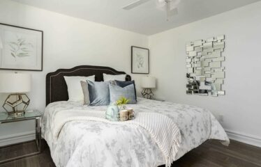 Gorgeous 3 Bedroom Detached Raised Bungalow!