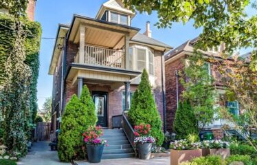 This Amazing 3 Unit Renovated Property Is In A High Demand Location
