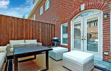 Bright And Fully Furnished Home With Amazing Location.