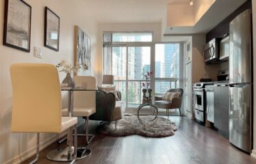 Bright And Modern Condo In Epic On Triangle Park!
