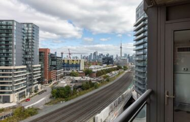 Enjoy City Views In This Lovely Condo!!