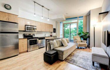 Luxury Waterfront Living In Popular Fort York Neighborhood