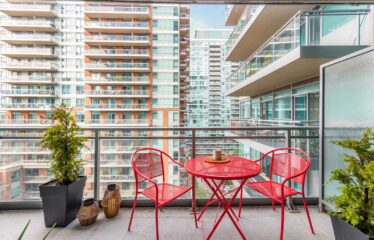 Renovated 1 Bdrm Condo with Floor To Ceiling Windows