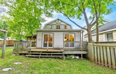 Charming Home On 60′ Premium Lot Located In Quiet Neighbourhood