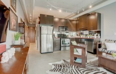 Sun-Filled Open Concept Condo With Unobstructed Views in Toronto