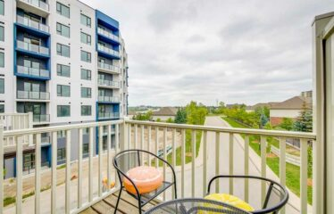 Tenanted 3 Storey Freehold Townhouse, With 2 Spacious Beds/2.5 Baths in Kitchener