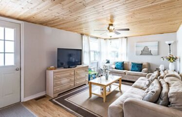 Cozy Home Steps From Wasaga Beach